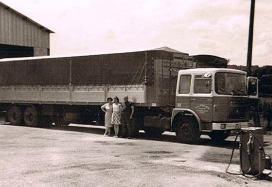 Camion ancien Roulaud : entreprise familiale de transport routier